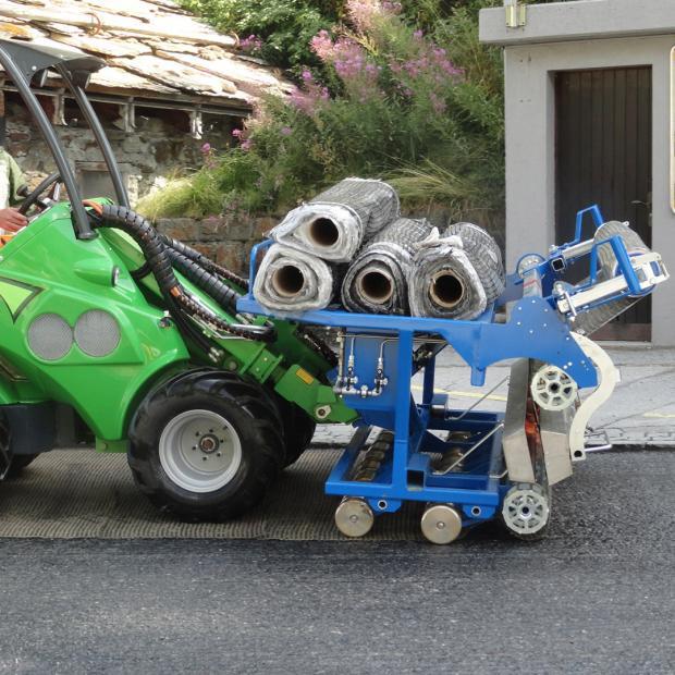Mechanical application of S&P asphalt reinforcement (full surface) on broken tack coat