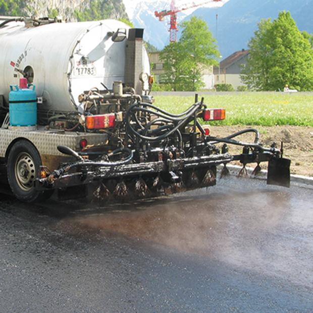 Application de la couche d'accrochage sur un support sec et sans poussière